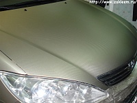 Разные вариации пленки 3D carbon на капоте Toyota Camry.