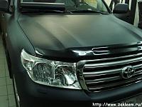 Toyota Land Cruiser 200 - Красивый внешний вид, плюс дополнительная защита достигнута пленкой имитирующей структуру карбонового волокна.