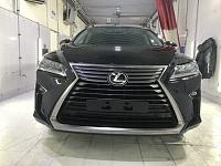 Lexus Оклейка агрессивной зоны: капот, крылья,  фары, зеркала, бампер, погрузочная зона заднего бампера, внутренние порожки, стойки лобового стекла, зона под ручками дверей, также оклеены хромированные элементы. Срок исполнения - 14 часов.