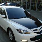MAZDA 3 оклеена черной виниловой пленкой крыша ,капот, багажник. Тонировка оптики пленкой + реснички на задние стоп сигналы