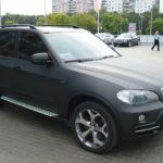 BMW X5 тонирование оптики и замена цвета при помощи пленки 3D с текстурой карбона (черный граффит)
