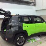 Jeep Renegade Полная оклейка салатовой пленкой oracal 970-ой серии. Крыша и капот оклеены черной матовой пленкой kpmf. Выездная работа в автосалоне jeep 18 часов. Цена 42000 рублей, без учета материала.