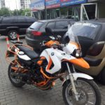 Мотоцикл BMW белый и оранжевый глянец