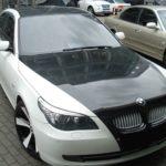 BMW E60 изменен цвет багажника, крыши и капота с продолжением на бампер (черная глянцевая пленка)