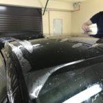 Выездная оклейка Toyota Camry полиуретановой пленкой SunTek. Комплект стандарт: капот, крылья, бампер, фары, зеркала, зона под ручками дверей, стойки лобового стекла, полоса на выбор (погрузочная зона заднего бампера или полоса на крышу).Цена 60000 рублей